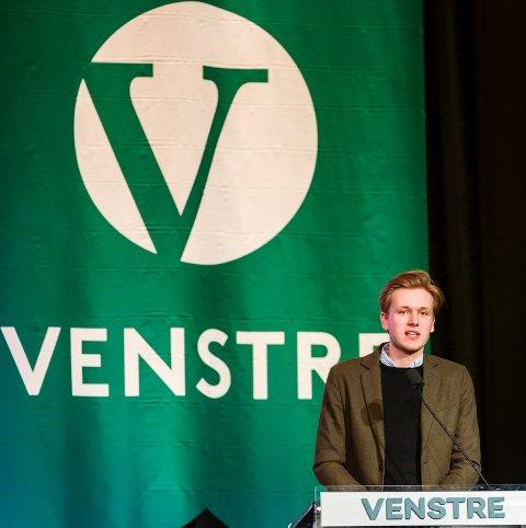 Leder for Unge Venstre Sondre Hansmark er glad for at Venstre-landsmøtet støttet ungdomspartiets nei til regjeringens forslag til etterretningslov.