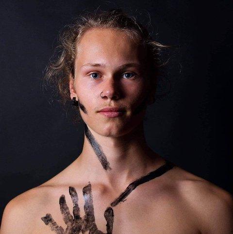 DANSELÆRER: Jacob Gogstad er lærer på «Dansefarmen» sammen med Gard Lervang.