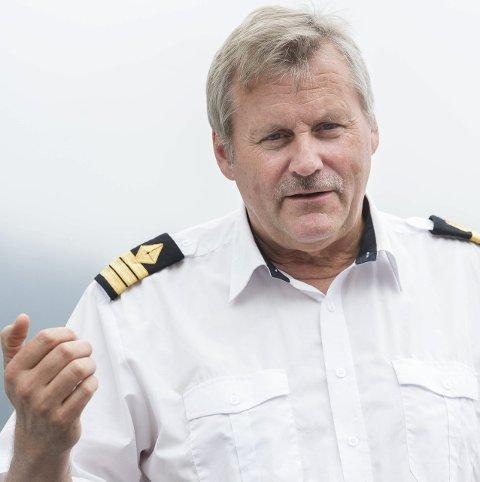 Harald Gårdvik frakter folk til og fra Utøya. 1.000 personer skal fram og tilbake.
