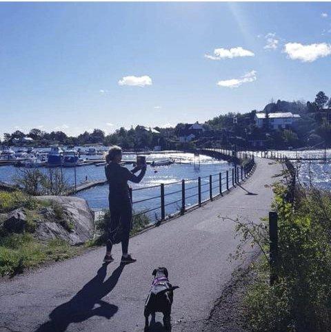 PIKENE: Trine Trugard har tatt bilde av pikene på broen ved Natholmen.
