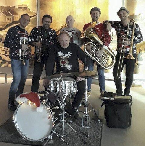 Xbrass: Leadtrompet Stig Erik Holm, 2. trompet: Jørn Krogfoss, euphonium Ulf Kingsrød , trombone Rune Sundbø, slagverk Håvard Sunde og tuba Bent-Erik Aga-Thoresen. Foto: Privat