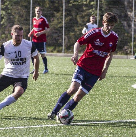 SPELANDE TRENAR: Nils Gunnar Thomle (t.h.) er framleis spelande trenar i Nordre Holsnøy. ARKIVFOTO: Irene B. Jenssen