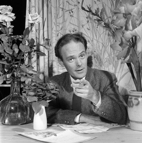 Under rettssaken fikk Agnar Mykle tilsendt blomster og hilsener fra støttespillere. Til slutt ble han frikjent. FOTO: Børretzen, Sverre A.