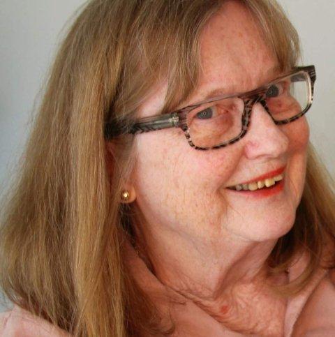 FORFATTER: Eva Jacobsen Øen skriver historieboken om livet til fire generasjoner som vokste opp i Vestfossen.