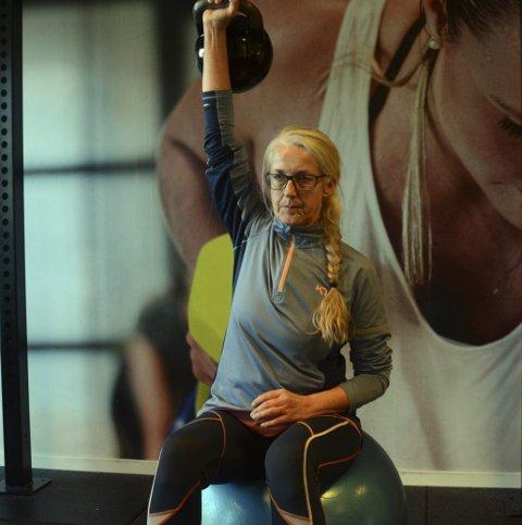 NY HVERDAG: Da Wenche Brein begynte på Actic klarte hun knapt å løfte armene, men nå løfter hun vekter over hodet.
