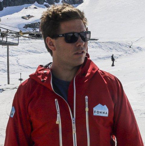 REKORD: Daglig leder i Fonna Glacier ski resort får stadig flere skigjester og skilandslag på besøk.