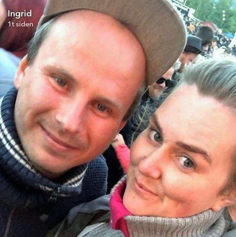 OPP OG NEDTURER: Åge Tangsveen trøster seg med at samboer Ingrid Barlund sa ja til å gifte seg og med fotballgutta på Skreia mens han er permittert fra jobben som reiselivskonsulent.