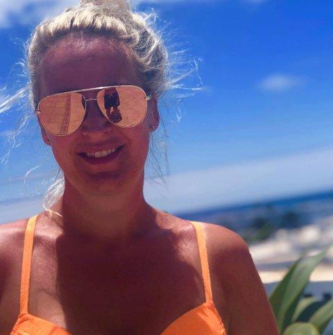 NYTER VARMEN: Tone Grønvold fra Hole henter sommerfølesen på Lanzarote.