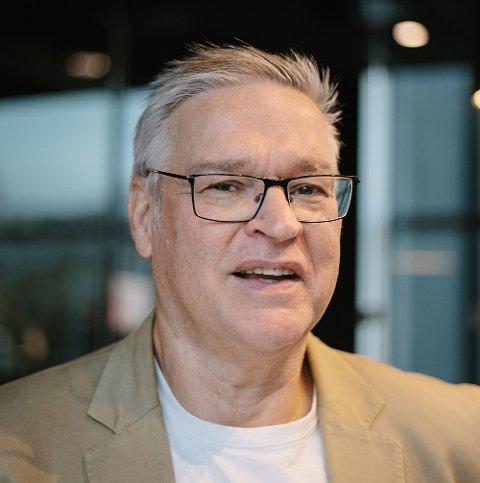 ETABLERT FORFATTER: Stein Arne Nistad er opprinnelig fra Heggen, men bor i dag i Oslo. Han er kjent for å skrive levende og godt om hvordan krigen påvirker mennesker, både gjennom indre og ytre påvirkninger.