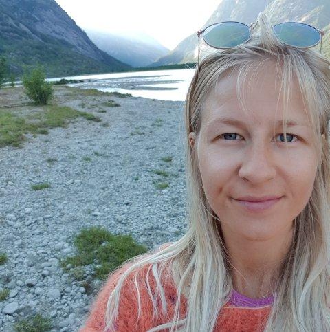 NY JOBB: Elisabeth Alme (28) blir rektor og barnehagestyrar på Veitastrond oppvekstsenter frå 1. august av; det gjer henne ganske sikkert til ein av landets yngste rektorar