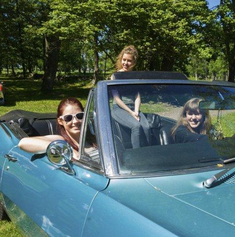 Cruising: Pia Sophie Thorshaug (15) (f.v.), Ida-Karina Tande (14) og Elena Maria Tande (14) får være med på cruising.