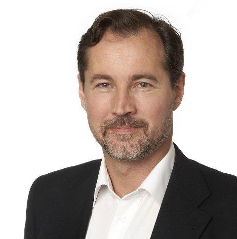 HAR FLERE: Richard Kongsteien, kommunikasjonsdirektør i Widerøe, avslører at selskapet har flere fans. Men 15 år gamle Henrik Eide er blant de største.FOTO: WIDERØE