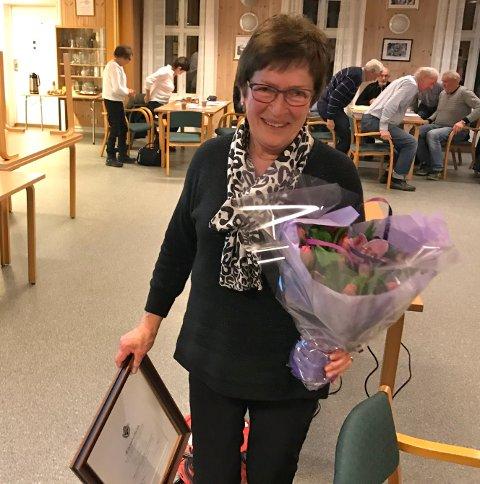 ÆRESMEDLEM: Randi Hellesjø ble utnevnt som æresmedlem i SHIUL på klubbens årsmøte.