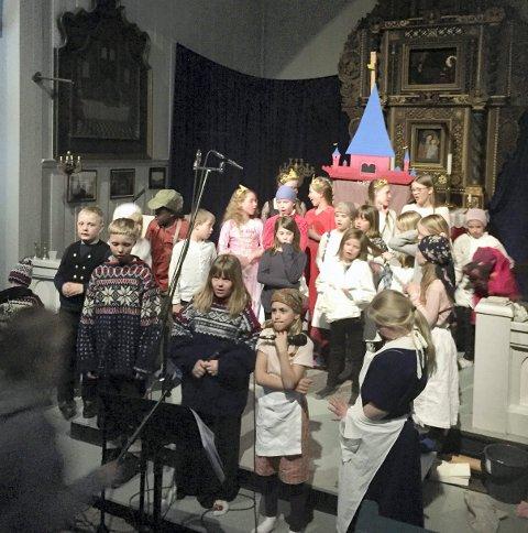 KLARE FOR NY KONSERT: Nume Tween Sing holder konsert i Veggli kirke fredag 13. desember. Bildet er fra musikalen de hadde sist vår.