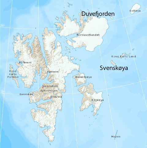 PÅ SEILTUR: De franske seilerne har blant annet vært i land på Svenskøya ved Kong Karls Land hvor det er svært strenge vernebestemmelser og totalforbud å gå i land hele året. De fikk motorproblemer og ble slept fra Duvefjorden til Longyearbyen i oktober. Kart: Norsk Polarinstitutt