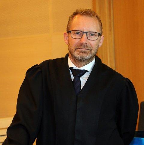 BISTANDSADVOKAT: Erik Ringberg ble tirsdag oppnevnt som bistandsadvokat for de yngste barna og familiefaren.