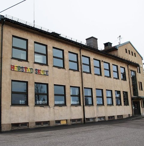 KARANTENE: 1. trinn ved Herstad skole er i karantene etter nye smittetilfeller i Færder.