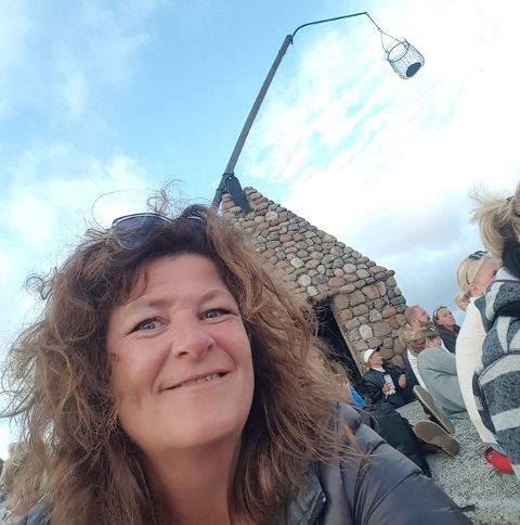 DIGITAL KULTURKALENDER: Leder Ellen Larsen (her på Madrugada-konsert på Verdens Ende i fjor sommer) i Visit Vestfold oppfordrer alle dem som nå planlegger et digitalt kulturarrangement om å registrere det i nettstedets kulturkalender.