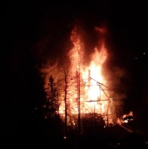 Det var en eksplosjonsartet brann i natt. Privat foto
