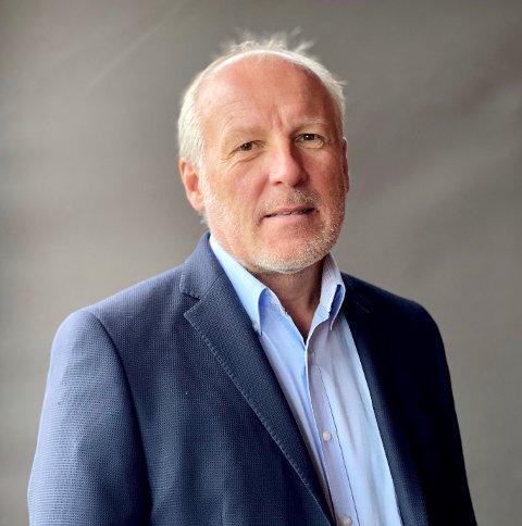 Konstituert kommunedirektør Åge Sandsengen fortalte politikerne i kommunestyret om det han mener er en feil  mediedekning.