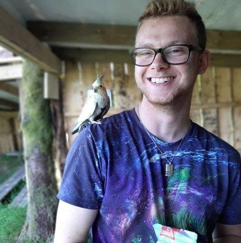 Alexander Bakken (19) har over 50 dyr og insekt heime på soverommet sitt.