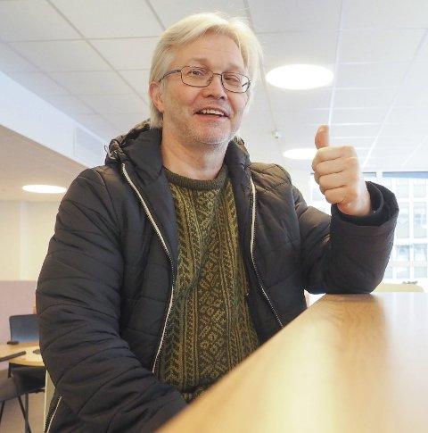 TOMMELEN OPP: Børre Liebeck har stor tro på Lars Skjønnås som ny rådmann i Narvik. – Vi i LO Ofoten har veldig god erfaring med Lars Skjønnås, sier Liebeck. Foto: Terje Næsje