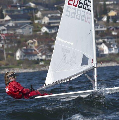 FRISKT: Helene Grenne  fikk god matching i vinden og bølgene i Åsgårdstrand.