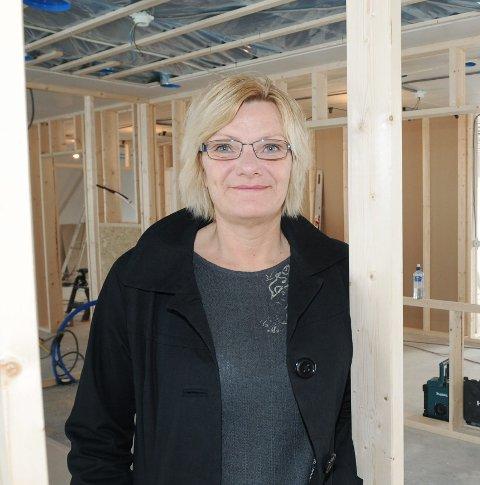 FÅR BREV: Lill Stende, rådgiver i Halden kommune, opplyser at årets skolestartere fårt brev i posten om innskriving i disse dager.