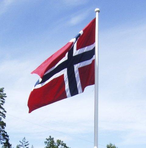 Markering: – Heis flagget i dag, sier Trygve Braatø.