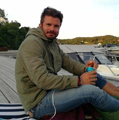 Det begynner å bli ei stund sidan Jarle Tangerås frå Hatlestrand deltok i Farmen, der han hamna på tredjeplass etter å ha kome heilt til finalen. I dag bur han i Bergen, men er ofte heime på Hatlestrand.