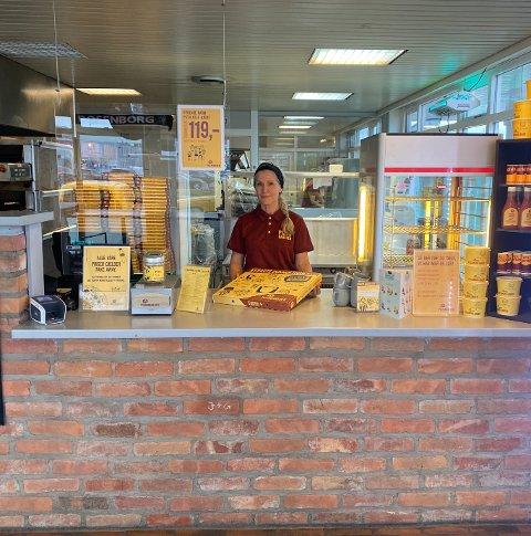 Gunn Kristin Falkmo, eier av Pizzabakeren Sluppen og Byåsen, synes det er tidlig å si noe om hvordan et kjøp kan påvirke deres drift.