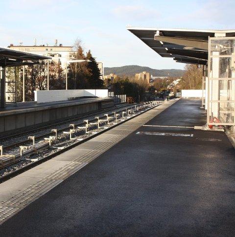 KLAR: T-banestasjonen på Skøyenåsen står ferdig med blant annet ny sykkelparkering, ny perrong, nye leskur, belysning og høyttalere.