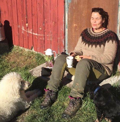 NORGES DYRESTE STRØM: Sissel Skarsbø Dokken i Sør-Aurdal driver fjellgård - og hun venter med spenning på hva strømregningen blir i oktober.