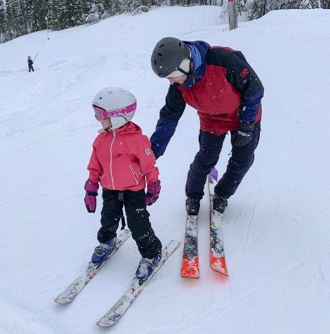 Våråpningen av Skillevollen Alpinsenter har vært fantastisk med fulle heiser nesten hver dag siden åpningen forrige tirsdag. Unge som voksne har benyttet anledningen til å forlenge sesongen. Foto: Kurt Vonheim