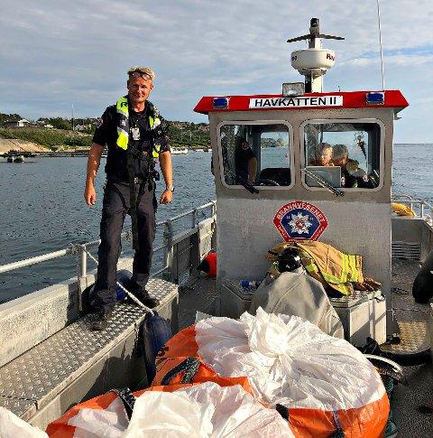 PÅ SJEKK: Torsdag ettermiddag har mannskapene ved stasjon Nøtterøy vært ute i Røssesundet med brannbåten Havkatten.