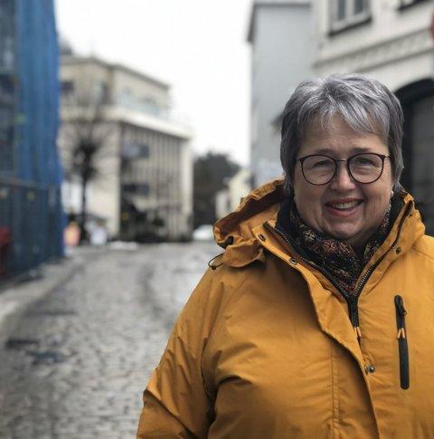 Leder: Bente Christensen er sjef i Sparnebanken Sør i Tvedestrand. Hun er også leder av Tvedestrand by, næringsforeningen for alle som driver handel og virksomhet i den gamle bykjernen. I år blir det potensielt flere medlemmer i foreningen. Foto: Siri Fossing
