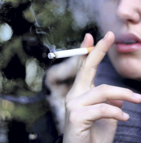 Færre: At færre røyker vises på hjerteinfarktstatistikken.
