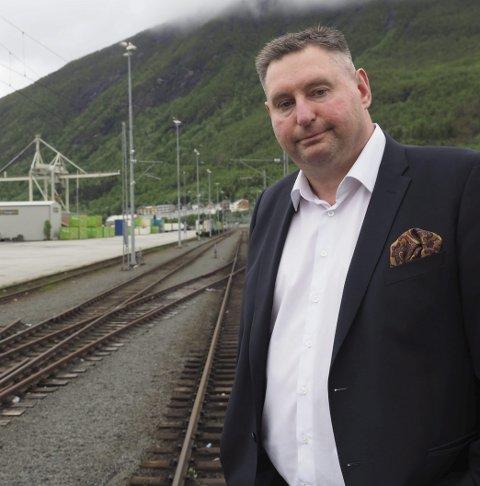 Må jobbe hardt: Ordfører Rune Edvardsen er forberedt på at det må gjøres ny innsats for å få fokus på økt kapasitet på Ofotbanen. – Nå må regjeringen komme i gang med den lovede konsekvensutredningen av dobbeltspor, sier han Foto: Terje Næsje