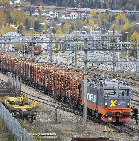 GODS: SV vil ha fortgang i planene om mer gods på jernbanen.FOTO: JENS HAUGEN