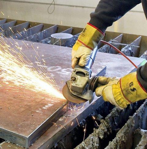 I JOBB: Flere har fått jobb i industrien.FOTO: JENS HAUGEN