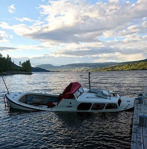 7. SPRUKKEN HOLK: Så seiler vi på Mjøsa i en sprøkkin holk.