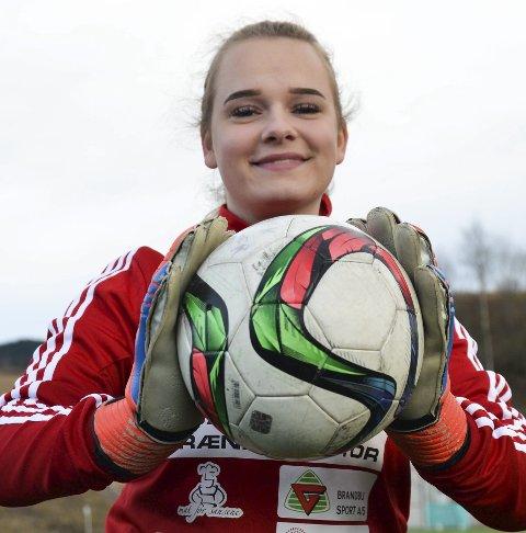 BAKERST: Emilie Skjelbred har konvertert fra spiss til målvakt.