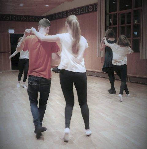 Bli med og dans! foto:hardingfela.no