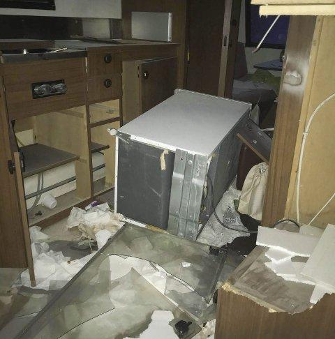 Ramponert: Campingvogna ble kondemnert. Foto: Politiet
