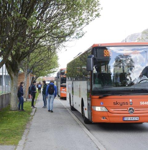 Skuleskyss: Elevar som er avhengige av skuleskyss, kan bruke buss for å komme seg til skulen. Arkivfoto: Ernst Olsen