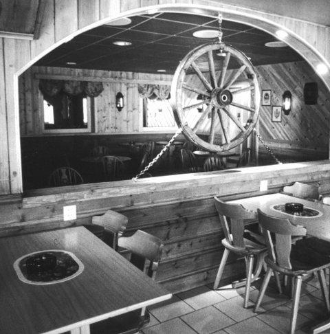 Tradisjonsrik utestad: Interiøret til Merkur Pub på 1990-talet.