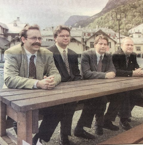 Oddahotellene: F.v. Jan Drotningsvik, Tor Petter Stensland, Oli J. Olason og Roger Steiro. Dei fire meiner at samanslåinga vil gje meir rasjonell drift. HF 30. august 1996.