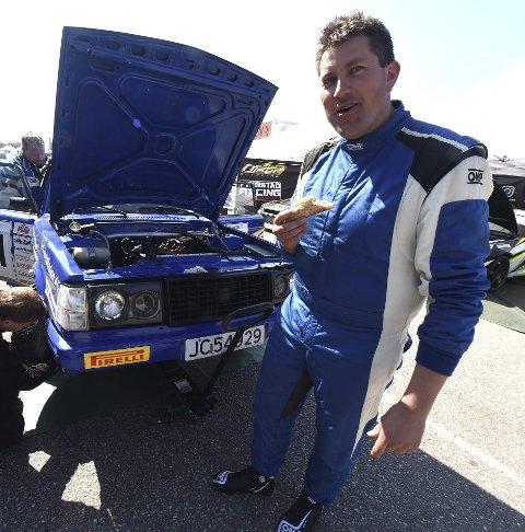 JUBILERER: Olav Fredriksen har drevet med bilsport i 20 år.