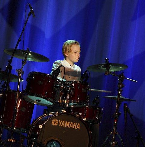 FUNKY: Trommeslager Jarle Petzold (11) med stødig groove til The Fantastic Four sin egne låt «Funky Tones».ALLE FOTO: ODD INGE RAND