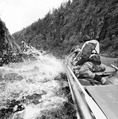 Det siste strekket av elva må fiskerne kjøre elvebåt . Foto: Torgeir W. Skancke